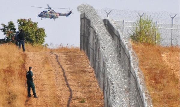 Срещу бежанците: Допълнителна ограда на браздата