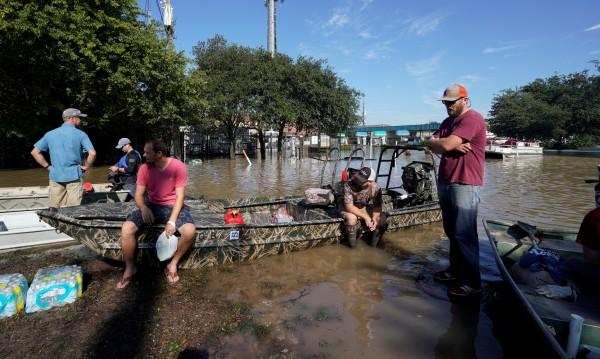 Жертвите на бурята Харви станаха 20, пострадалите къщи - 40 00