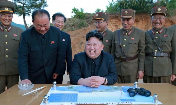 С пръст на спусъка! Печели ли Северна Корея войната за възпиране със САЩ?