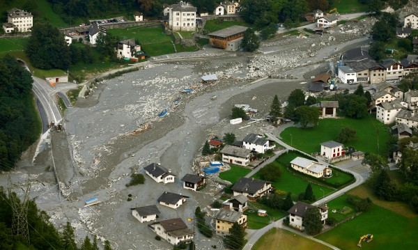 Хиляди откъснати от света в Швейцария заради свлачища