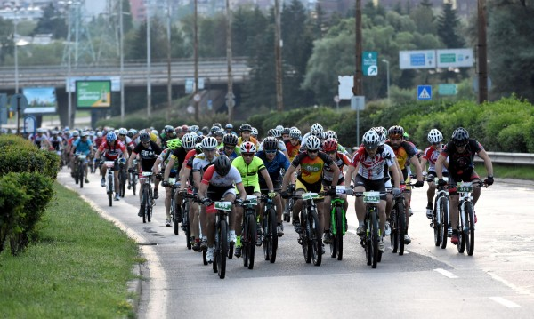 Колоездачна обиколка затваря движението на места