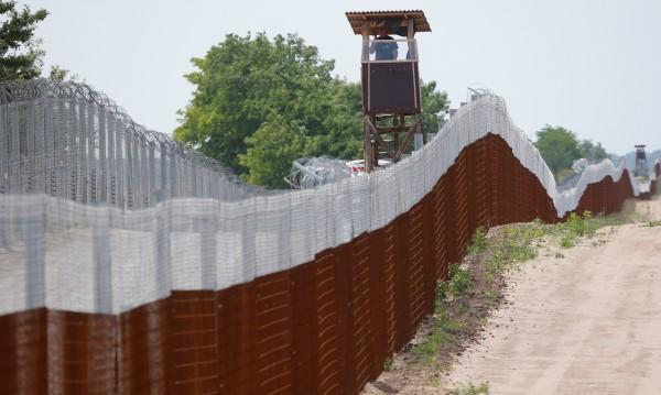 Унгария иска пари от ЕК за оградата на границата, но...