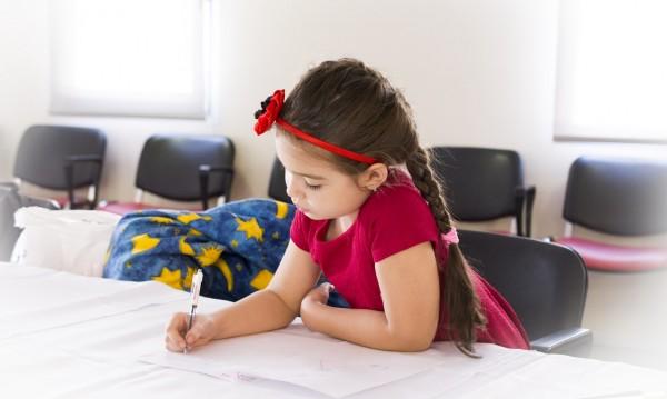 Влез в час: Повече щастливи деца в училище