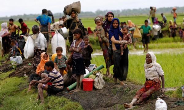 Хиляди къщи на хора от етноса рохинга опожарени в Мианма