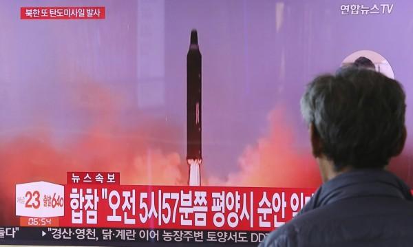 Пхенян транспортира нова балистична ракета!?