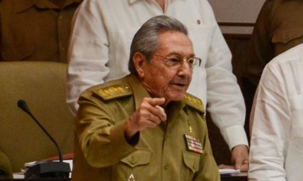 Куба започна преход към управление без Кастро