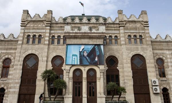 """""""Гардиън"""": Съпругът на Бокова замесен в """"Азербайджанска пералня"""" на пари"""