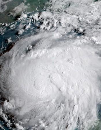 """Ураганът """"Ирма"""" изгони хиляди от домовете им на Бахамите"""