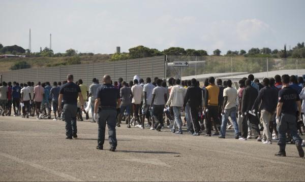 Механизмът с квотите работи – 28 хил. мигранти разселени в ЕС