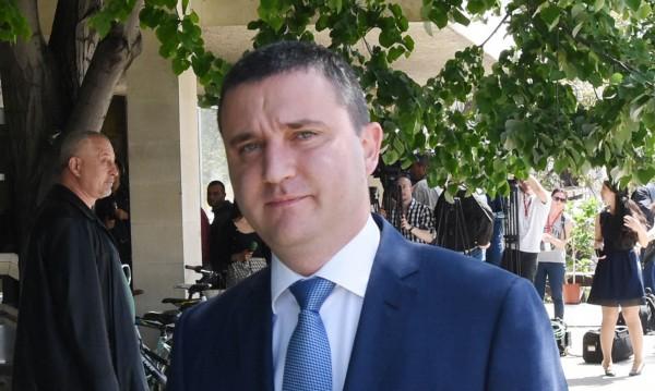 Кабинетът иска от ЕБВР да си каже за Калин Митрев