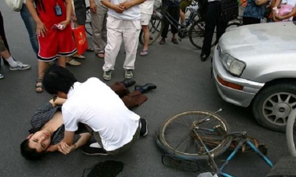 Абсурдите в Китай: Каква е цената на пешеходеца?