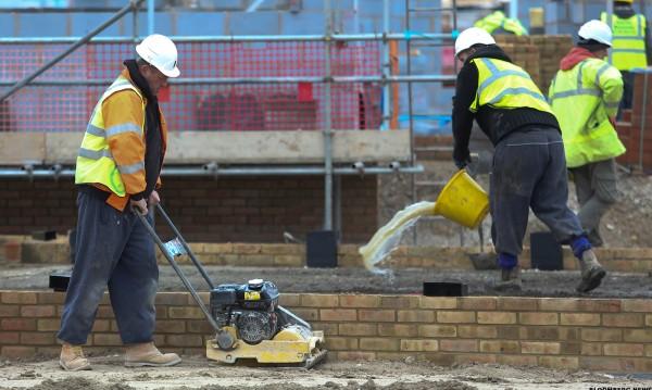 Дефицит! Съседна Румъния търси: 600 хил. строители