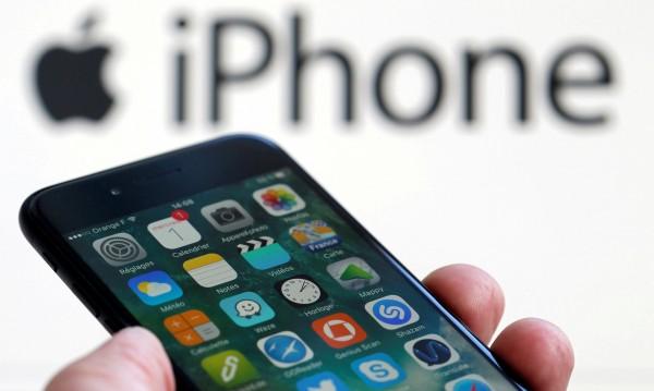Още не е на пазара, а спънки: Недостиг на... iPhone-и