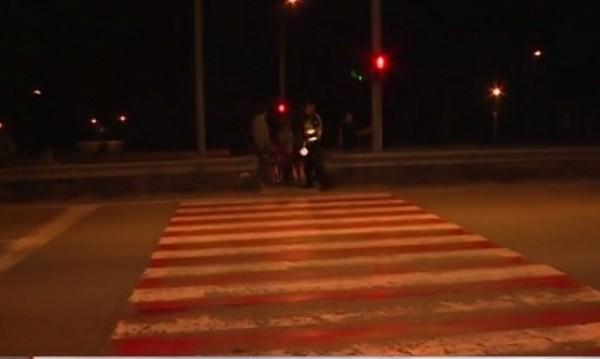 Блъснаха пешеходец в Казичене, жителите на протест