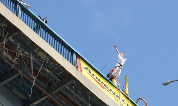 От Аспарухов мост: 82-годишна жена скочи с бънджи