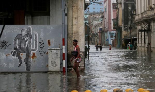 Външно предупреди: Българите в Куба да не излизат