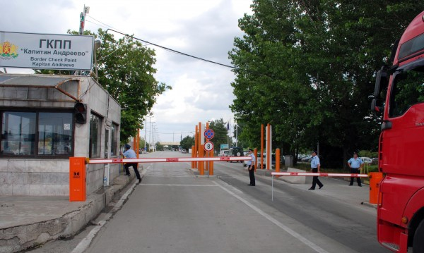 Родни граничари към турски гастарбайтери: 5 евро, 50, 300...