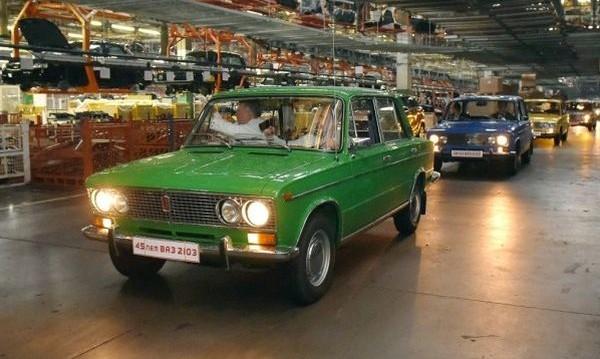 Соцлегенда на 4 колела на 45 години: ВАЗ-2103