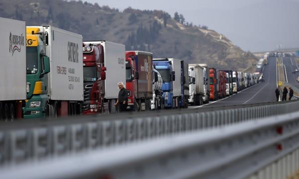 Колона от камиони се образува на границата ни с Турция