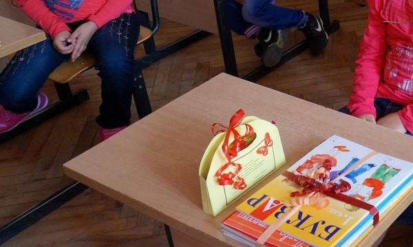 Над 25 000 българчета посрещат 15-ти в школо зад граница