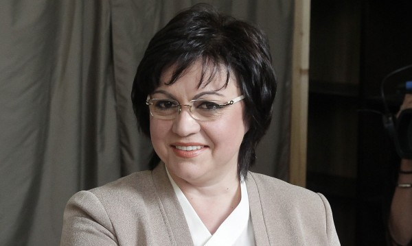 Корнелия Нинова пострада при верижна катастрофа в София