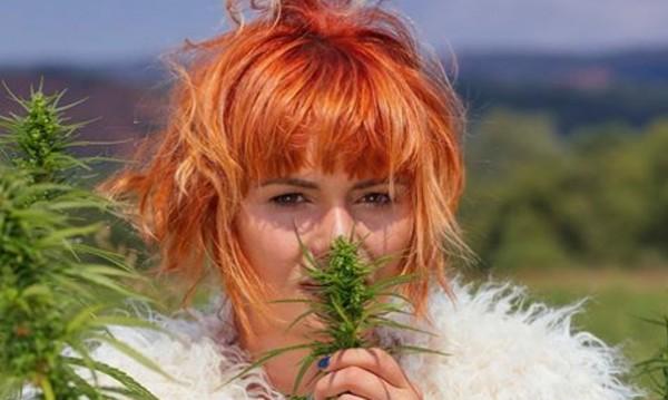 Рут предпочита тревата пред цветята
