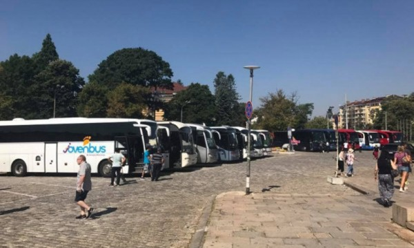 И Светият синод настоява: Без автобуси пред храма!