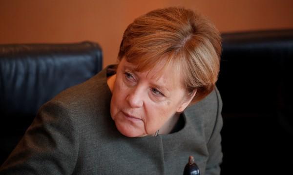 Нападат Меркел в нета: Злата вещица умира в края на приказката!