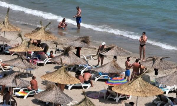 По летните ни курорти: Работа без договор, без пари...