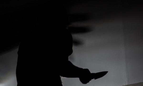 Млада жена нападна четирима мъже с нож във Варна
