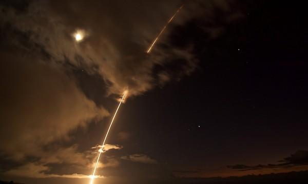 Отговорът не закъсня: И Южна Корея изстреля ракети