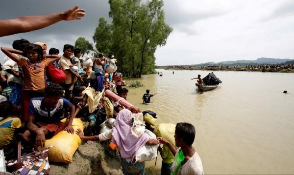 Криза: Хиляди рохинги прииждат в Бангладеш