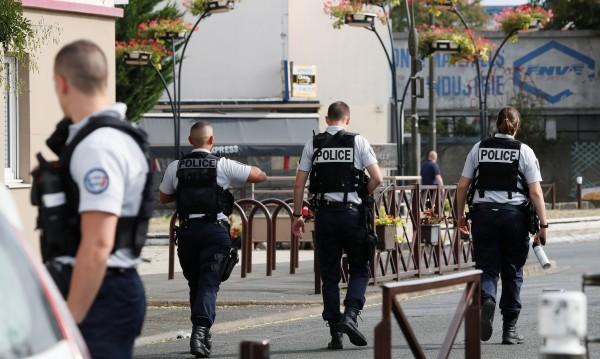 """И пак """"Аллах Акбар"""": Мъж нападна с чук две жени във Франция"""