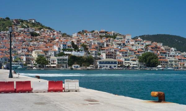 Гърция чака рекорд в туризма: Скок със 7,1% на приходите