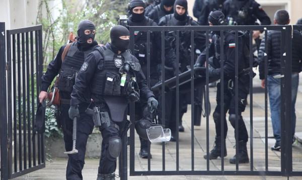 Заловиха ли похитителите на Адриан? Масирана полицейска акция в София