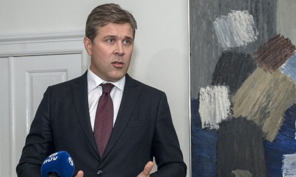 Предсрочен вот в Исландия - заради педофилски скандал