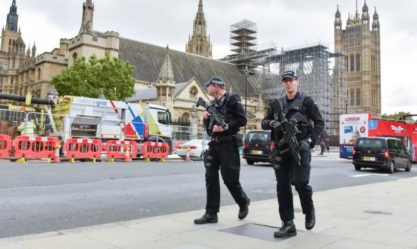 Великобритания понижи степента на терористична заплаха