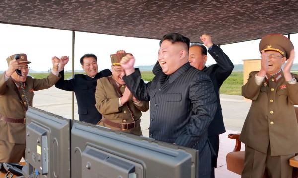 """САЩ: Северна Корея ще бъде """"разрушена"""", ако продължи"""