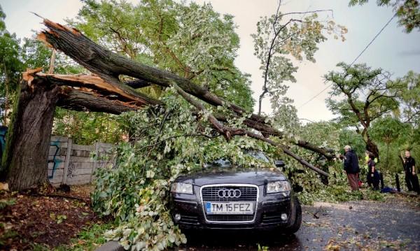 След бурята в Румъния: Осем жертви и 60 ранени!