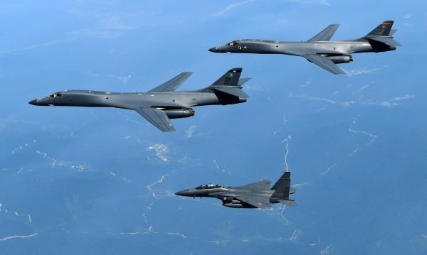 И САЩ с военно учение, заедно със Сеул – над Южна Корея