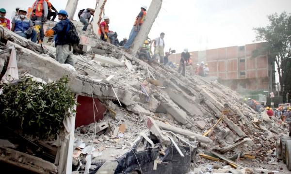 Броят на жертвите от труса в Мексико достигна 230 души