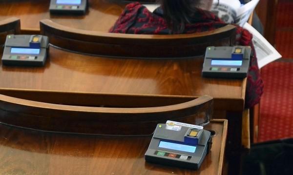 Парламентът: Бъг в гласуването на депутатите, извинете!