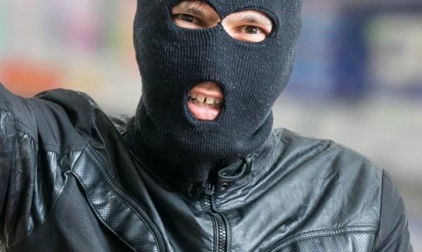 """Нападение в """"Люлин"""": Маскирани обраха мъж и жена в 4 сутринта"""