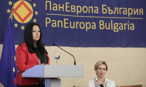 Павлова с надежда: Шефството на ЕС може да ни обедини!