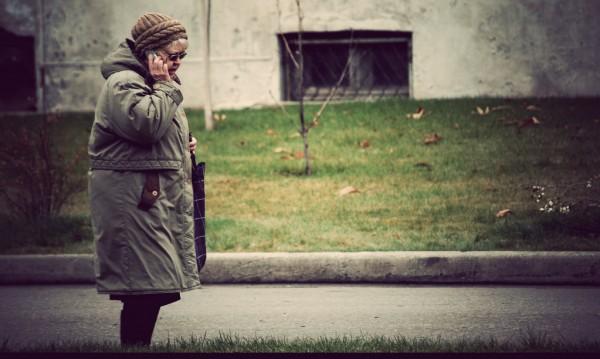 Дядо в роля на комисар от МВР: Измъкна 17 бона от баба