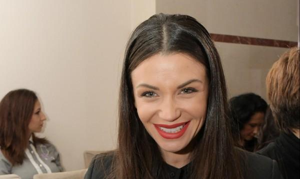 Диляна Попова делила общо гадже със сестра си