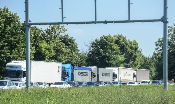 """6 км колона на товарни автомобили на """"Дунав мост"""" 2"""