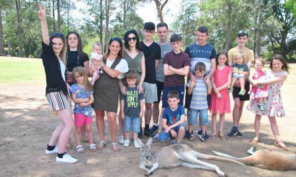 Постижение: Британско семейство посрещна 20-ото си дете