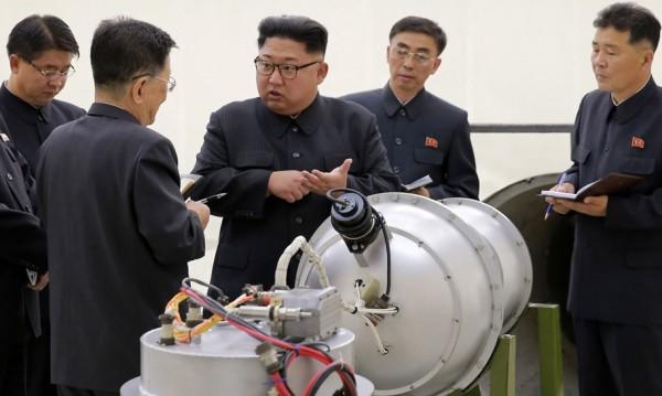 Китай врътва кранчето на Пхенян, ограничава износа на петрол
