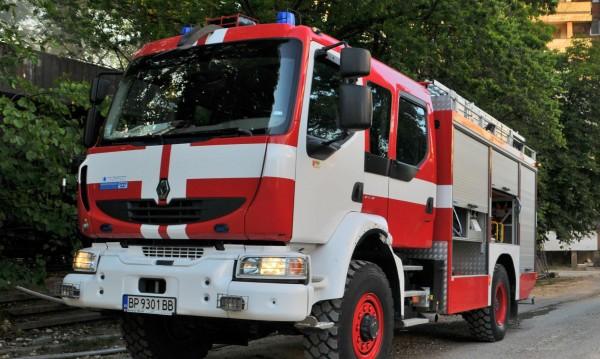 """""""БМВ"""" изгоря при пожар в гараж във Враца"""